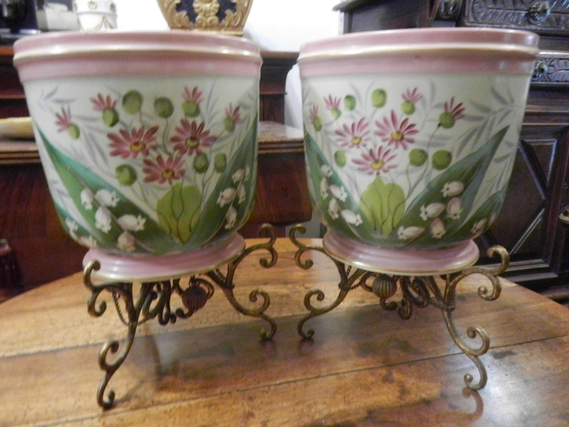 Coppia vasi in porcellana francese decorati a mano, epoca fine '800 in stile Napoleone III.