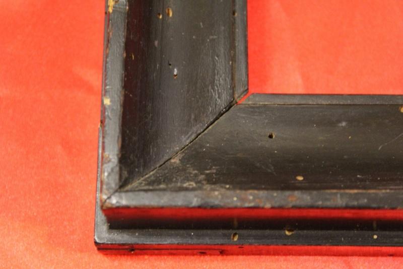 Cornice in legno laccata ebano realizzata nel '700.