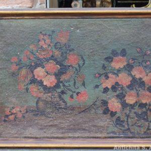 Dipinto olio su tela raffigurante natura morta con fiori, probabilmente frammento di una tela più grande, realizzato nel '600. Cornice antica.