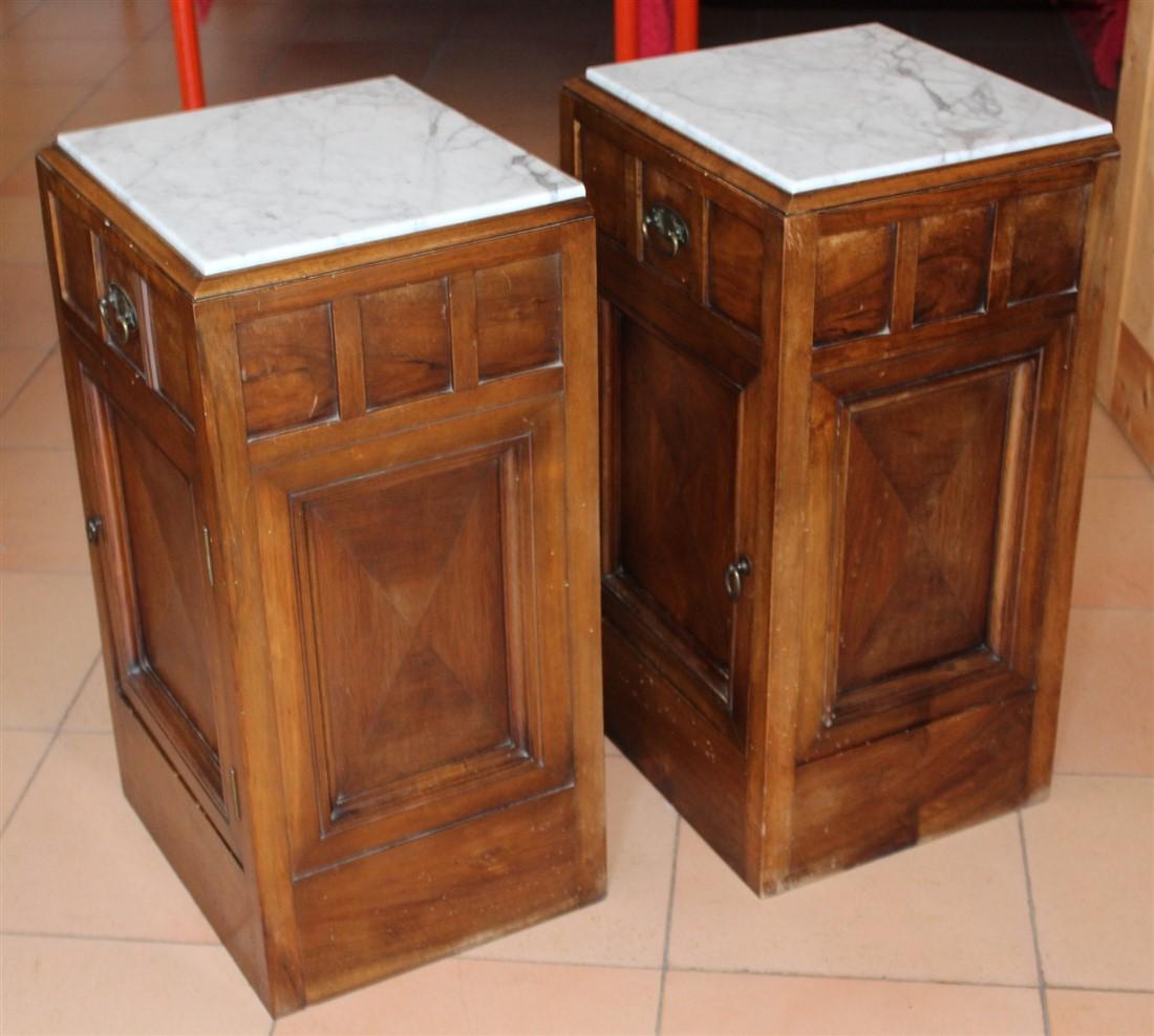 Coppia comodini legno di noce piano marmo bianco - anni \'20-\'30 ...
