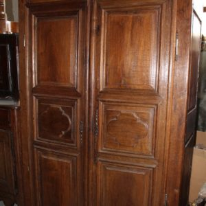 Armadio stipo in prima patina, buone condizioni, realizzato in legno di rovere in Francia nei primi del '700.