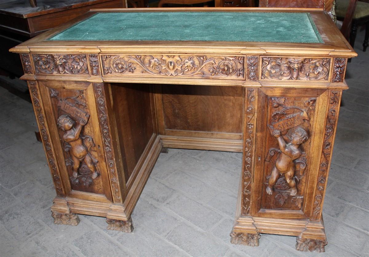 Scrivania Vintage Legno : Piccola scrivania legno di noce neorinascimentale intagliata