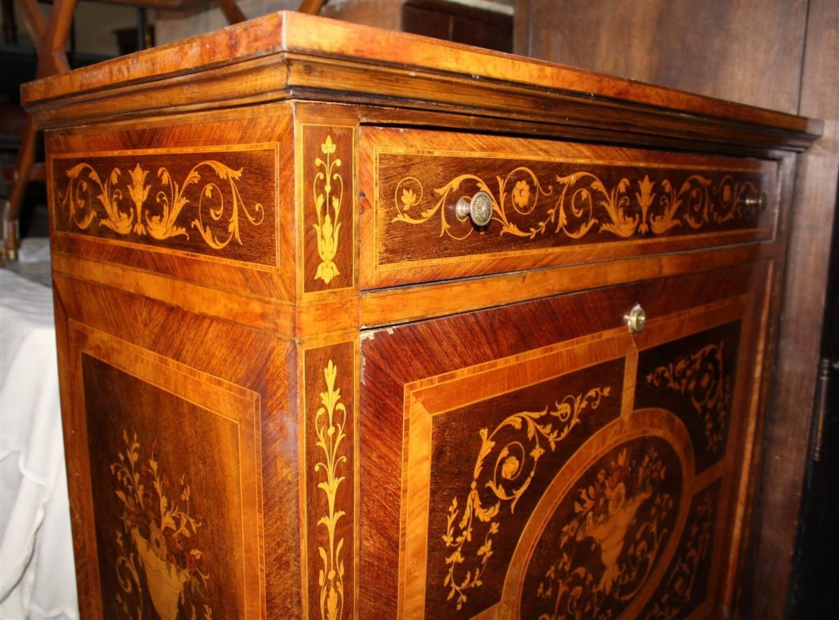 Secretaire impiallicciato in legni vari, da restaurare, realizzato in stile settecentesco nel '900.